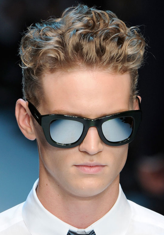 Short curly men hairstyle 2012.PNG