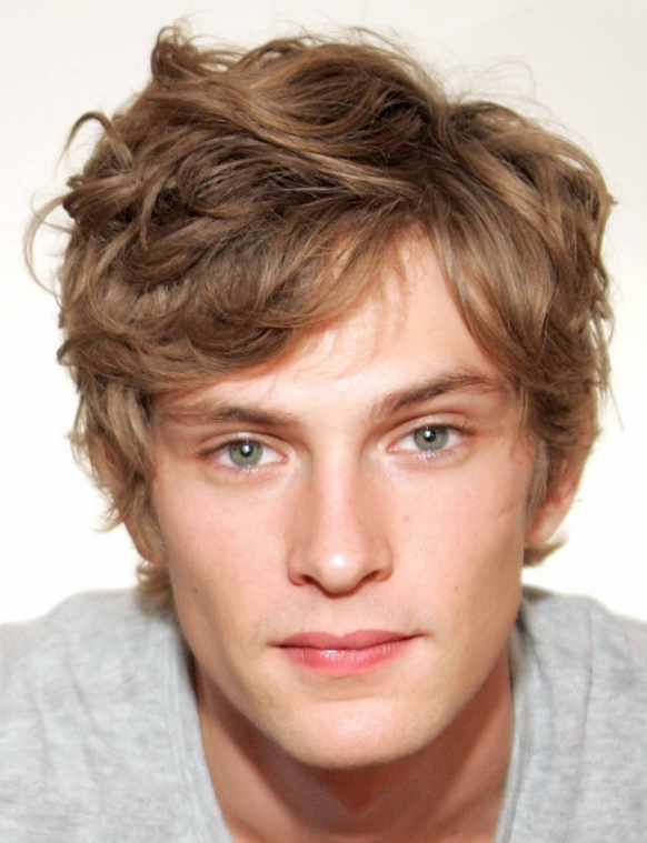 Short wavy men haircut with light curly bangs PNG