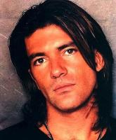Antonio Banderas with Long Layered Hair Style