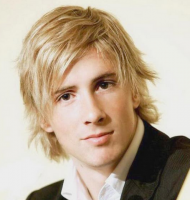 Men blonde hairstyle with medium length hair with full of layers and long side bangs.PNG
