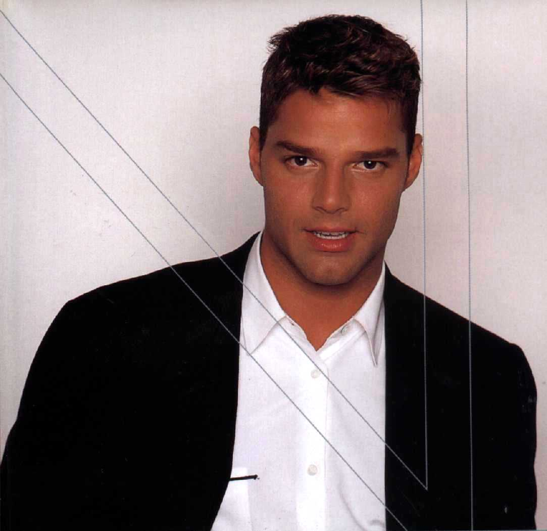Pic of Ricky Martin w/ Very Short Hair Style, brown