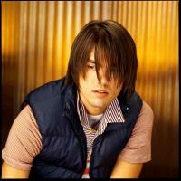 men long hairstyle with long bangs