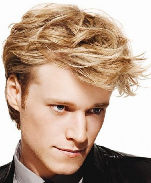 Fashional men hairstyle with long bangs with full layers and short hair length in the back.PNG