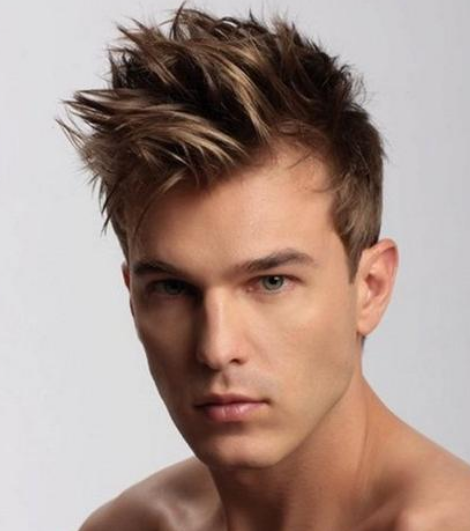 Chic men haircut with short hair length and long spiky bangs_cool blond men hairstyle picture.PNG