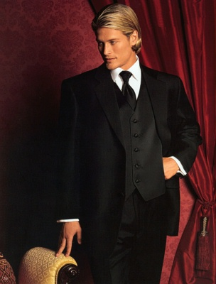 Mens Tuxedo Long hairstyle for blonde hair with side bangs