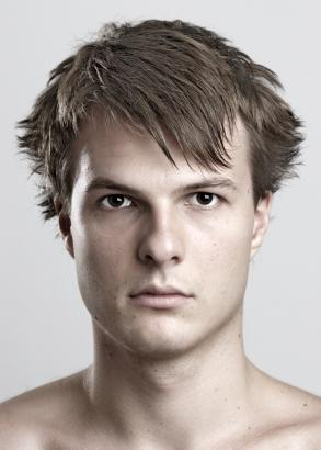 Men wavy and spiky hairstyle with long bangs_man short hair.jpg