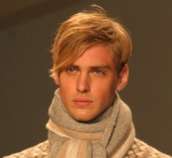 popular men hairstyle_men hairstyle short on the side and top brush your bangs to the side.jpg