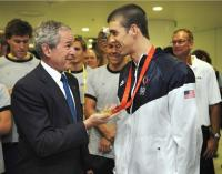 Michael Phelps with president Bush.jpg