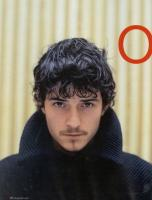 Orlando Bloom short wavy hairstyle with long bang.jpg