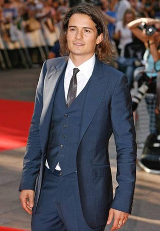 orlando bloom long hair. Orlando Bloom long wavy hair.