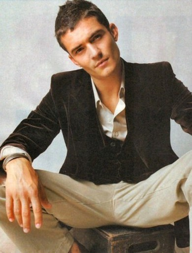 Orlando Bloom with short trendy hairstyle.jpg