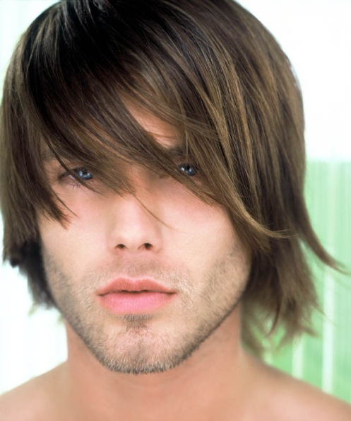 Picture Mans Medium Haircut with long side bangs with layers, light brown