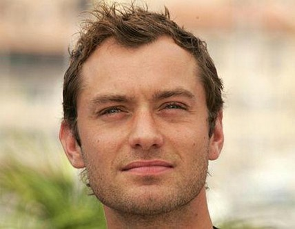 jude law hair. Jude Law with very short hair.