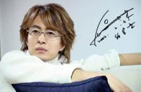 Bae Yong Joon with medium hairstyle.jpg
