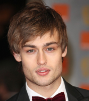 Douglas Booth photos with his medium haircut with long layered bang.PNG