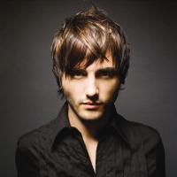 medium men hairstyle with long bangs_trendy hairstyle picture.jpg