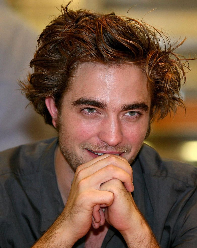 New Robert Pattinson with medium messy hairstyle picture.JPG