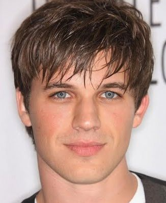 Layered men hairstyle picture with long bangs (5 comments)