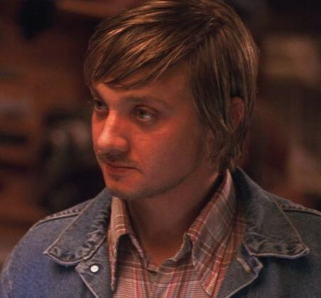 Movie actor Jeremy Renner with long hairstyle picture.PNG