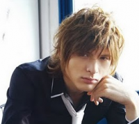 Young men messy trendy hairstyle photo with very long bang and layers.PNG