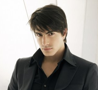 2010 medium short men hairstyle with long bangs.PNG