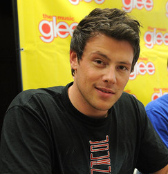 Cory Monteith with his wavy hairstyle.PNG